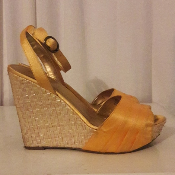 caa50bbbe3d a.n.a Shoes - Sz9 Yellow Gold Wedge Sandal